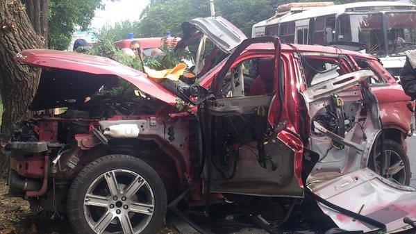 В Донецке прямо на дороге взорвался Range Rover с женщиной за рулем, фото-1