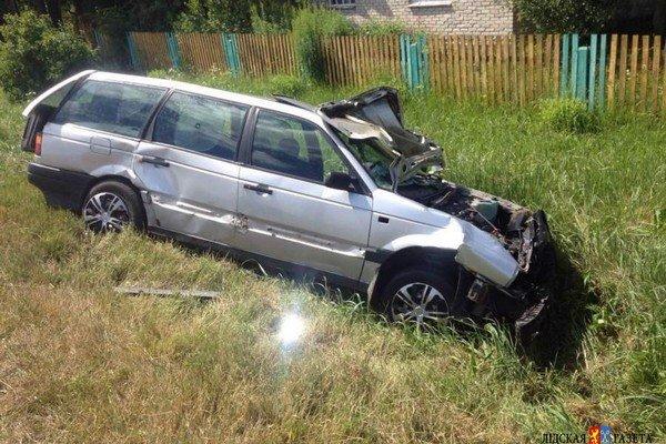 В Лидском районе собака спровоцировала ДТП: автомобиль съехал в кювет и опрокинулся (фото) - фото 4