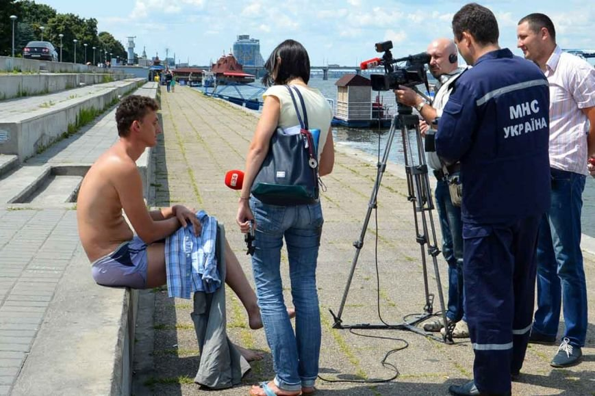 В Днепропетровске спасли 28-летнего криворожанина, прыгнувшего с моста (ФОТО, ВИДЕО), фото-2