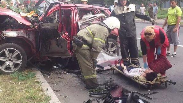 В Донецке в районе «Топаза» взорвался внедорожник, за рулем была женщина (фото) (фото) - фото 1