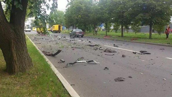В Донецке в районе «Топаза» взорвался внедорожник, за рулем была женщина (фото) (фото) - фото 2