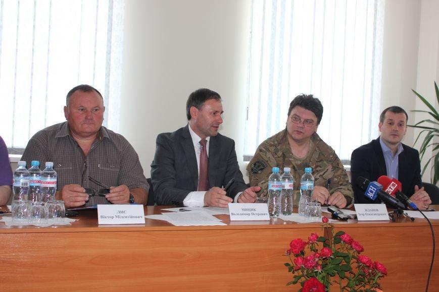 Министр молодежи и спорта Украины высоко оценил артемовский стадион «Металлург», фото-4