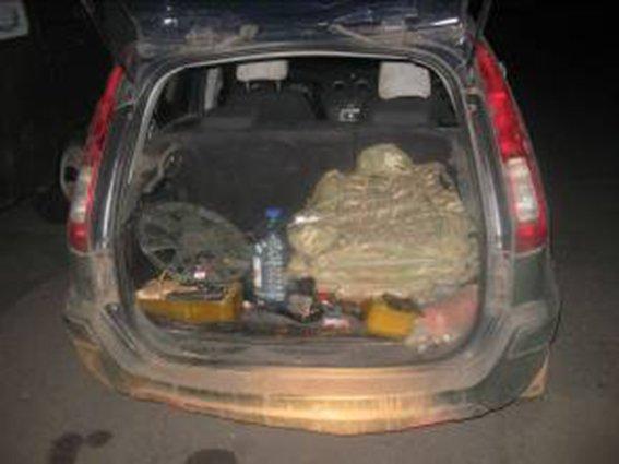 На блокпосту в Днепропетровской области задержан автомобиль с арсеналом оружия (фото) - фото 1