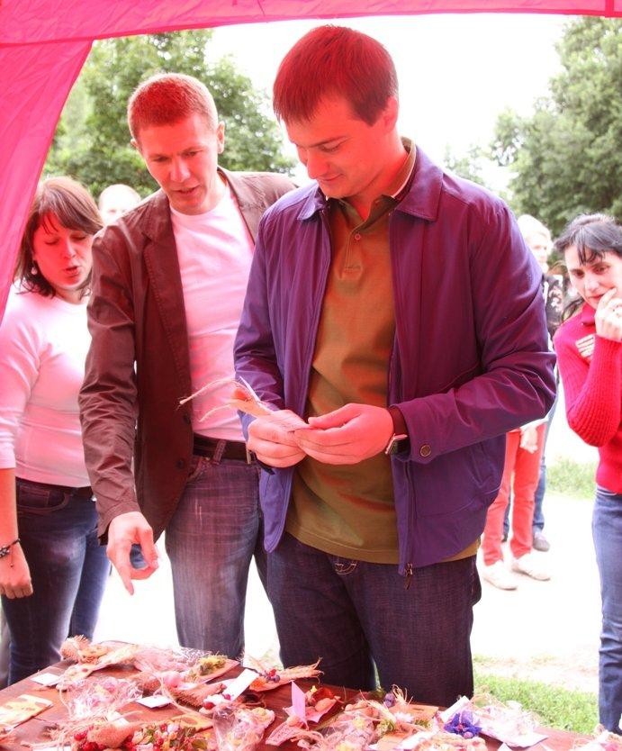 В Чернигове состоялся благотворительный аукцион работ, которые смастерили ученики «Детской летней школы Волшебников», фото-4