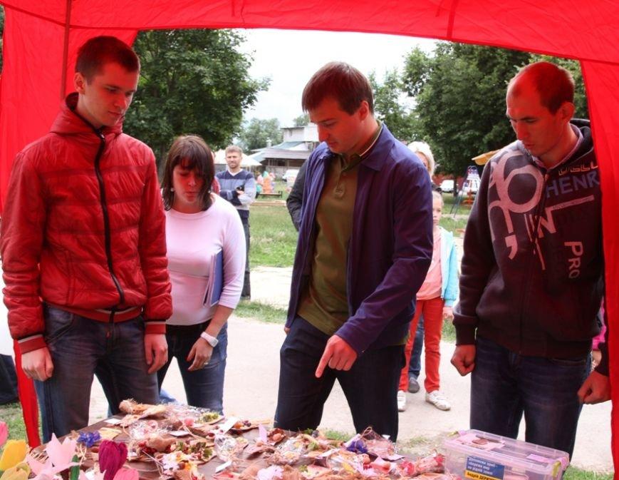 В Чернигове состоялся благотворительный аукцион работ, которые смастерили ученики «Детской летней школы Волшебников», фото-1