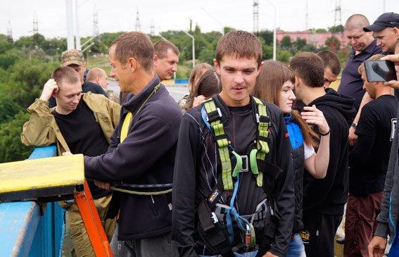 В Запорожье «грифоновцы» прыгали с арочного моста (ФОТО) (фото) - фото 3