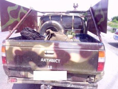 В Днепропетровской области у военного на «Мазде» с надписью «Активист» изъяли боеприпасы, фото-2