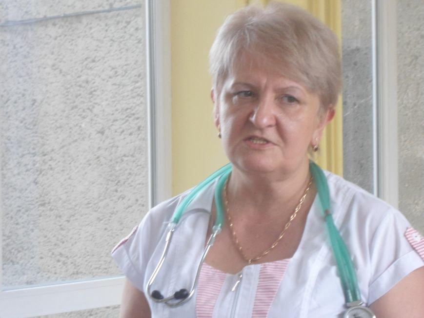 Медики розповіли про стан дільничих, які постраждали внаслідок теракту у Львові (фото) - фото 1