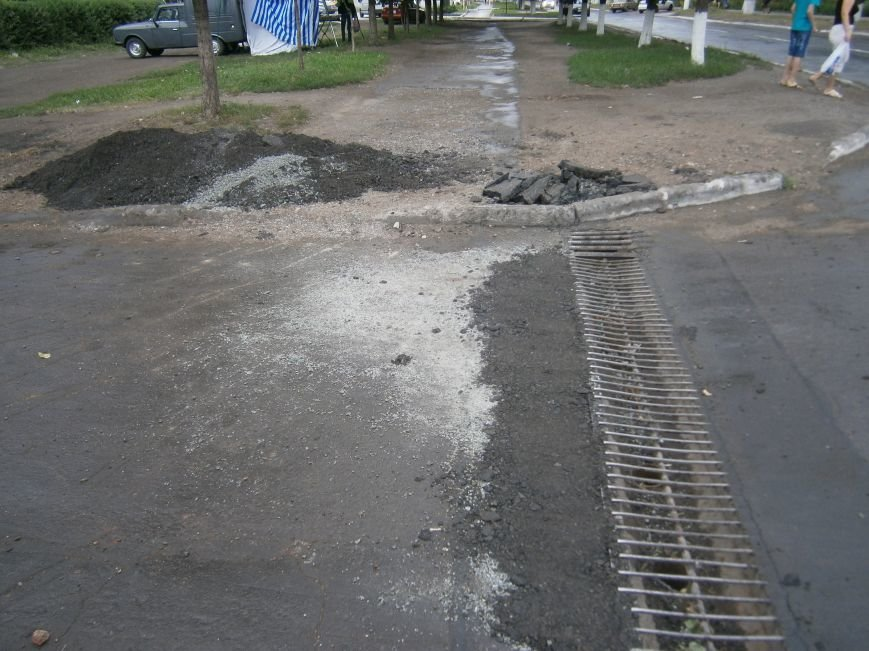 Попытка усовершенствовать ливневую систему в Димитрове – провалилась (фото) - фото 11