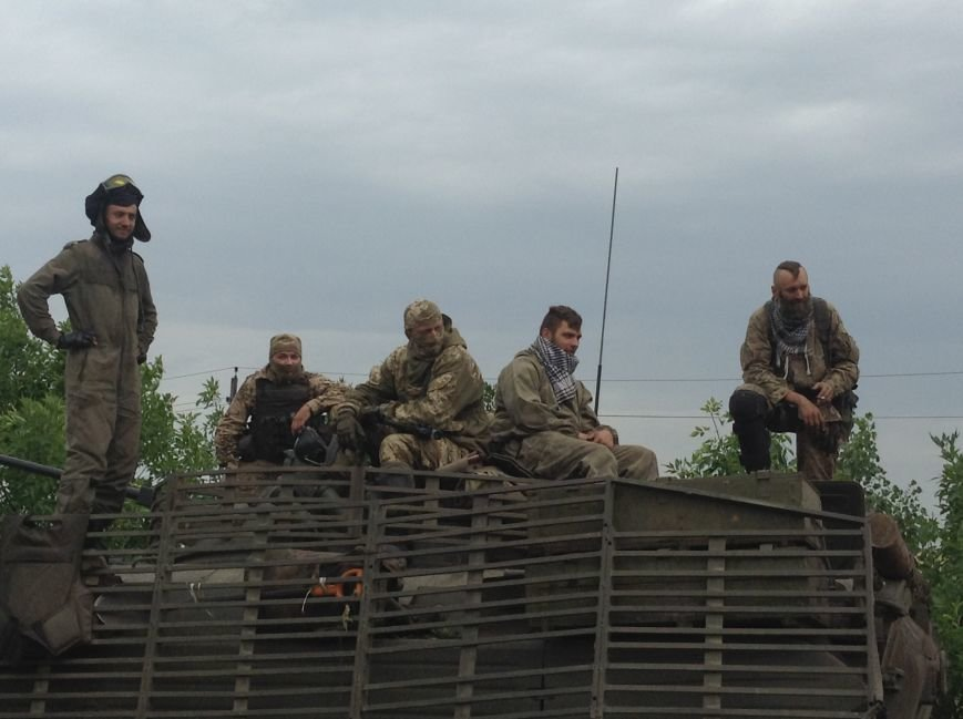 Уже вечером бойцы 56-ой мотопехотной бригады примут вторую линию обороны и станут на защиту Красноармейского и Марьинского районов, фото-1