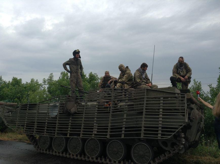 Уже вечером бойцы 56-ой мотопехотной бригады примут вторую линию обороны и станут на защиту Красноармейского и Марьинского районов, фото-3