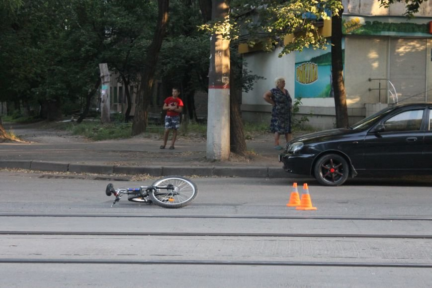 В Кривом Роге ребенок на велосипеде попал под колеса  «Chevrolet» (ФОТО), фото-16