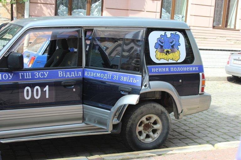 Буковинські волонтери купили позашляховик для обміну полоненими, фото-1