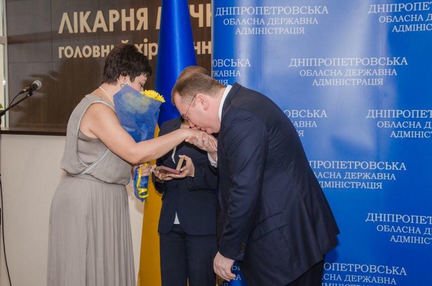 На Днепропетровщине медикам, спасавшим жизнь бойцам АТО, вручили государственные награды, фото-1