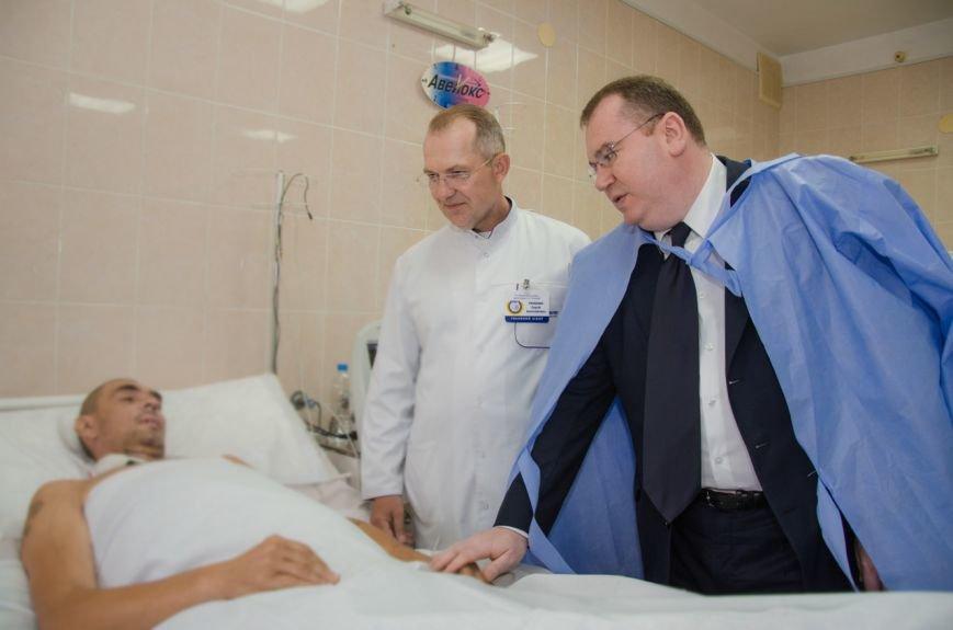 На Днепропетровщине медикам, спасавшим жизнь бойцам АТО, вручили государственные награды, фото-2