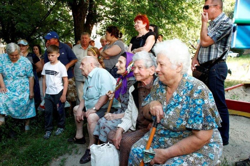 Геннадій Корбан в дворах Чернігова проводить зустрічі з місцевими мешканцями (фото) - фото 1