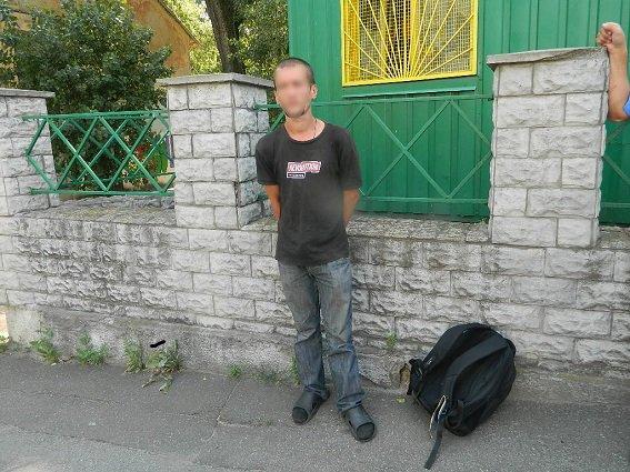 В Голосеевском районе Киева у грабителя нашли гранату и биту (ФОТО) (фото) - фото 1