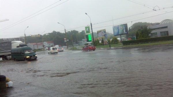 """Через дощ на вулицях Тернополя – """"потоп"""" (відео) (фото) - фото 1"""