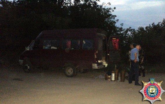 Волонтеры под Артемовском перевозили боеприпасы - «для личной самообороны» (фото) - фото 1