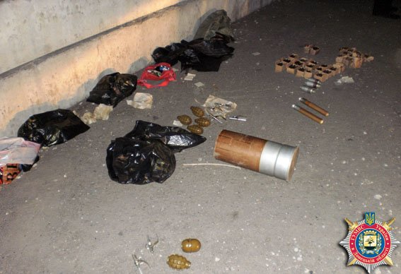 Волонтеры под Артемовском перевозили боеприпасы - «для личной самообороны» (фото) - фото 2