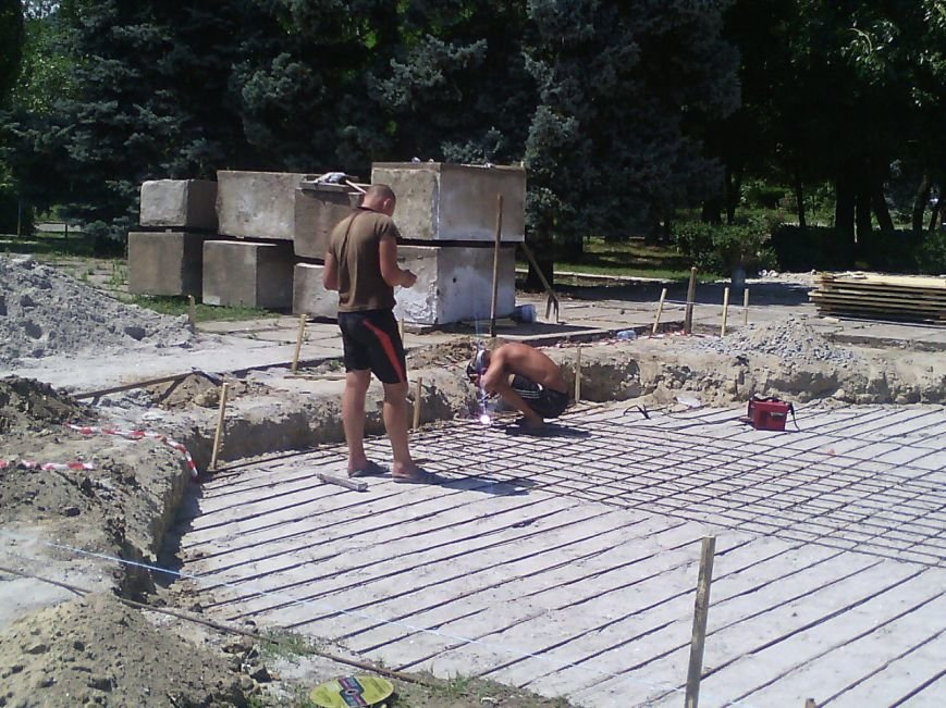 В Очакове начали сооружать фонтан (ФОТОФАКТ) (фото) - фото 2