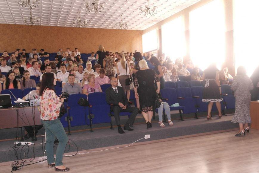 В ДонНТУ Красноармейска дипломы сегодня вручили дважды (фото) - фото 2