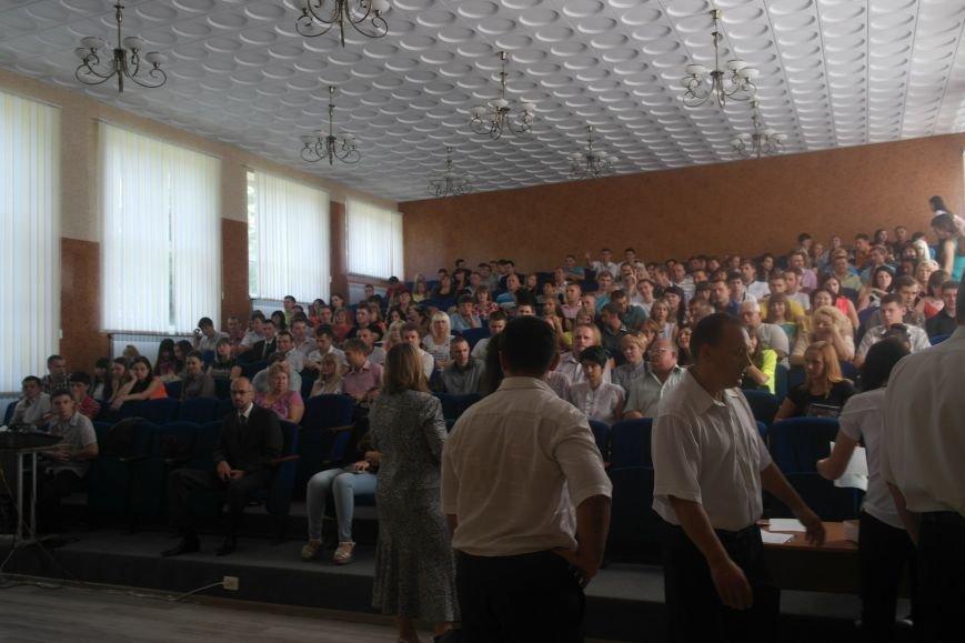 В ДонНТУ Красноармейска дипломы сегодня вручили дважды (фото) - фото 1