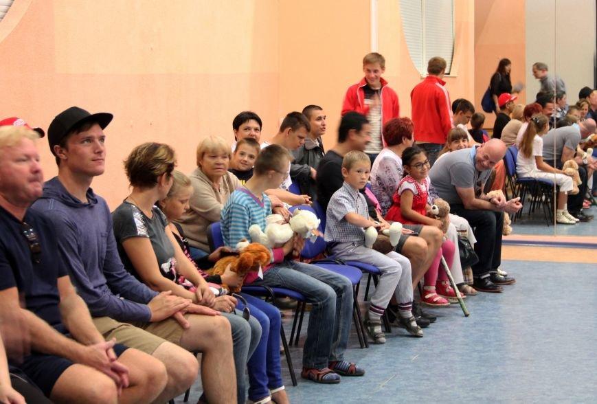Благодійна акція в Сумському НАУ з волонтерами з США (ФОТО) (фото) - фото 1