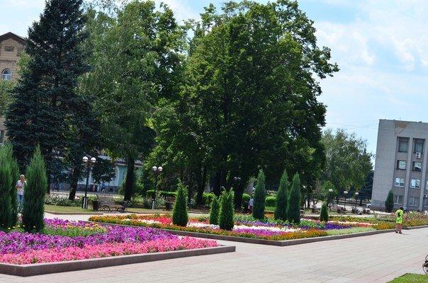 Работники КП «УГХ» планомерно готовят Красноармейск ко Дню города (фото) - фото 1