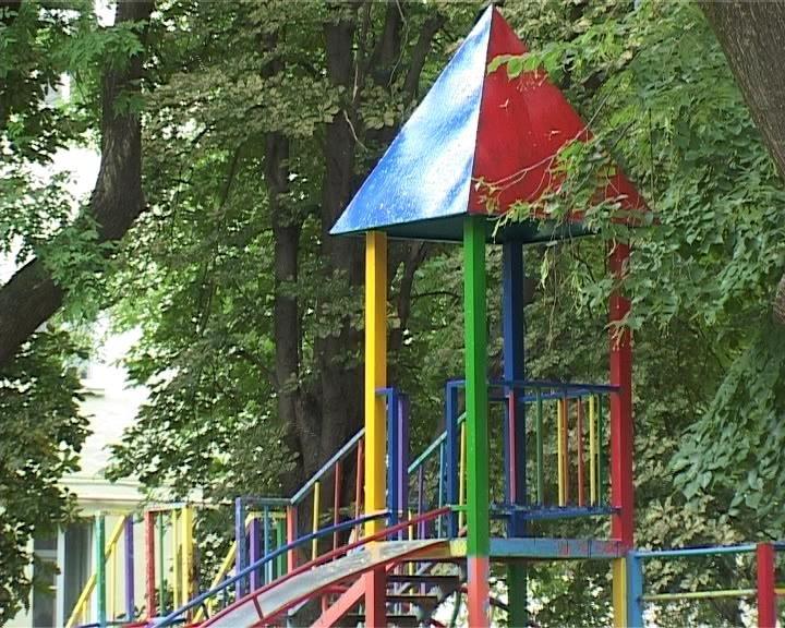 В Армавире проверят состояние всех детских площадок (фото) - фото 1