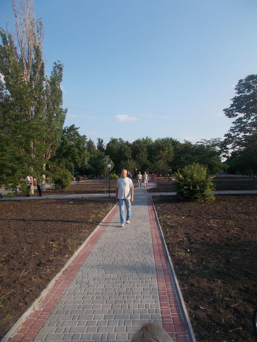 В Бердянске открыли обновленную часть бульвара Гайдара (фото) - фото 7