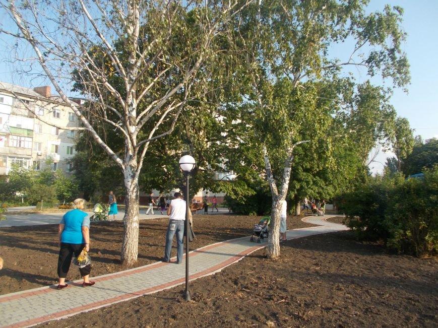 В Бердянске открыли обновленную часть бульвара Гайдара (фото) - фото 9