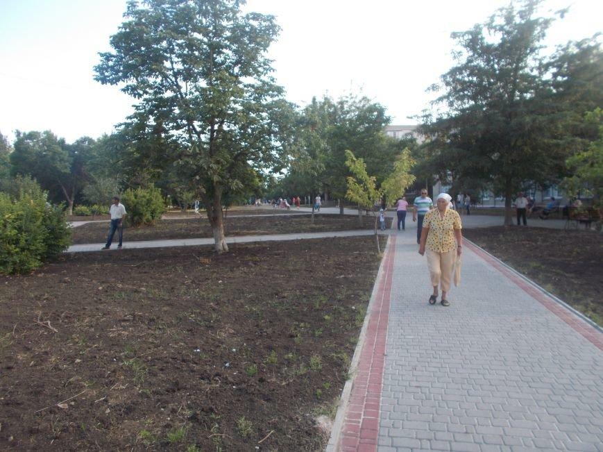 В Бердянске открыли обновленную часть бульвара Гайдара (фото) - фото 8