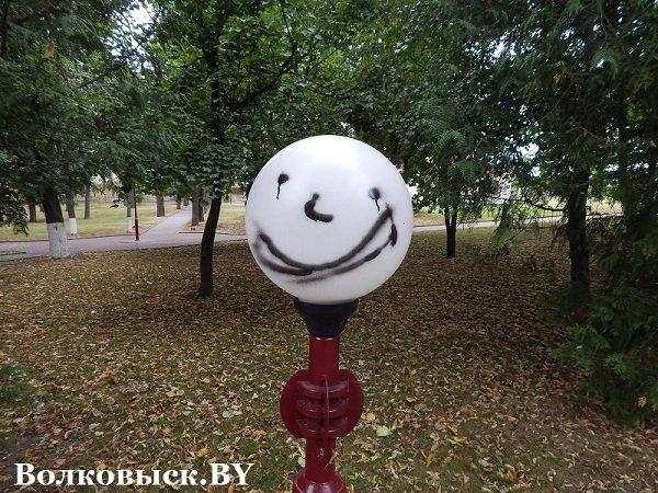 Чиновники пообещали к 1010-летию Волковыска построить аттракционы, но парк до сих пустует (фото) - фото 7