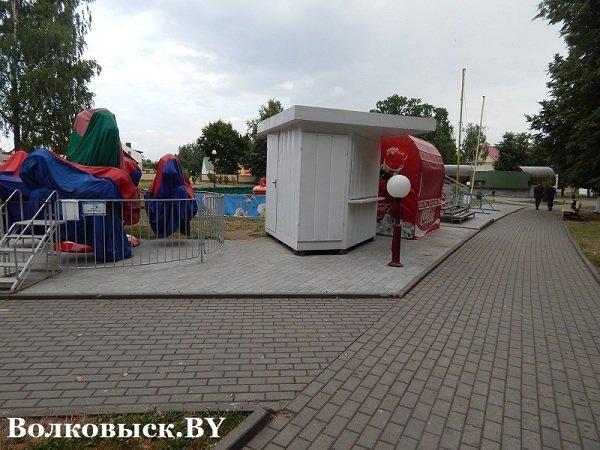 Чиновники пообещали к 1010-летию Волковыска построить аттракционы, но парк до сих пустует (фото) - фото 3