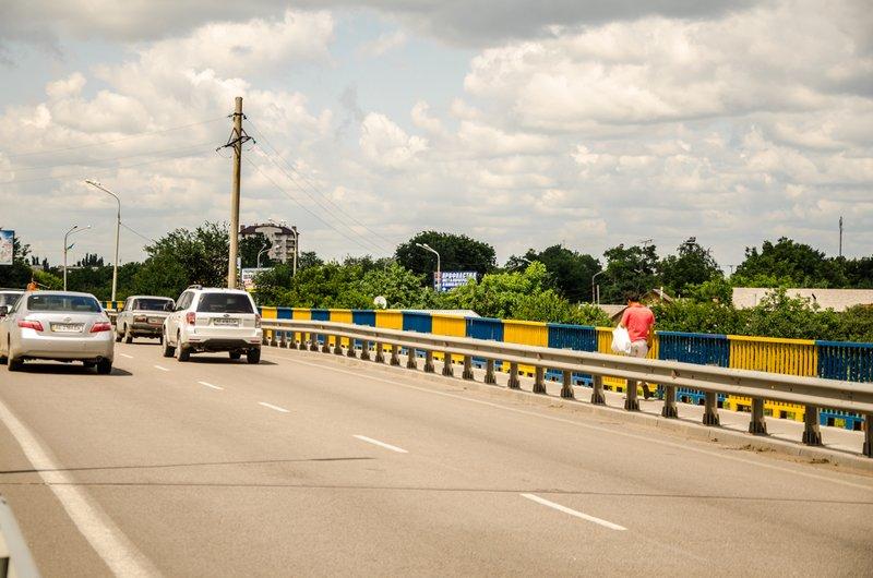 Мосты и путепроводы Днепропетровской области покрасят в сине-желтые цвета (фото) - фото 1