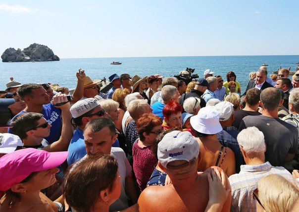 Аксенов посетил спорный гурзуфский пляж «Гуровские камни». Тепер проход на него открыт (фото) - фото 1