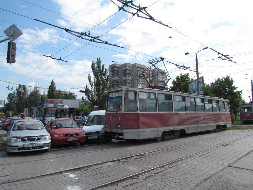 В Мариуполе трамвай взял на таран две легковушки (ФОТО), фото-3