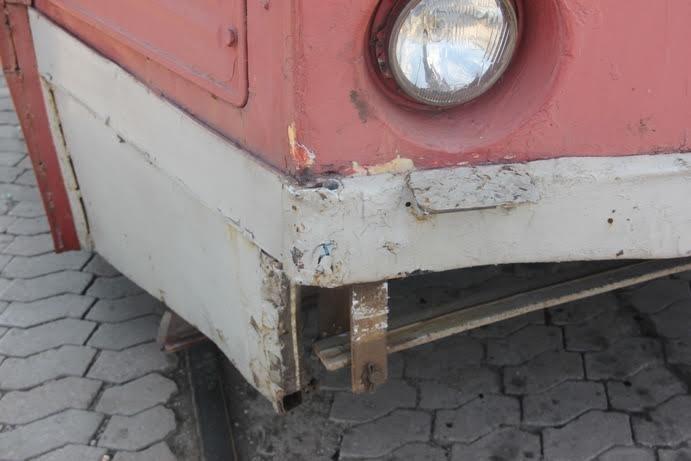 В Мариуполе трамвай взял на таран две легковушки (ФОТО) (фото) - фото 2