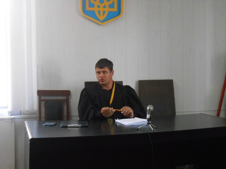 Заводской районный суд Днепродзержинска отменил действие повышенных тарифов на проезд (фото) - фото 5
