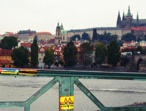 Фанаты запорожского «Металлурга» собирают базу фотографий со всего мира, где они отметились стикерами (ФОТО) (фото) - фото 1