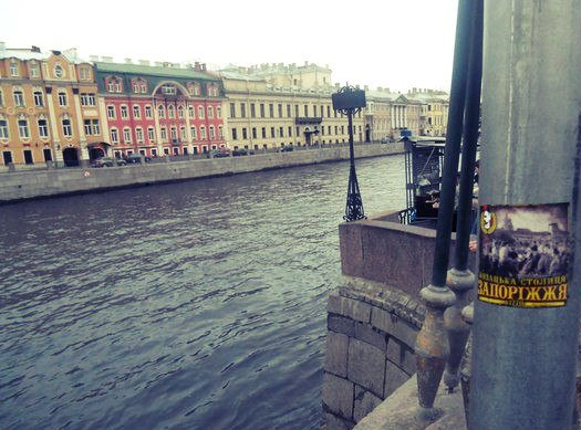 Фанаты запорожского «Металлурга» собирают базу фотографий со всего мира, где они отметились стикерами (ФОТО) (фото) - фото 3