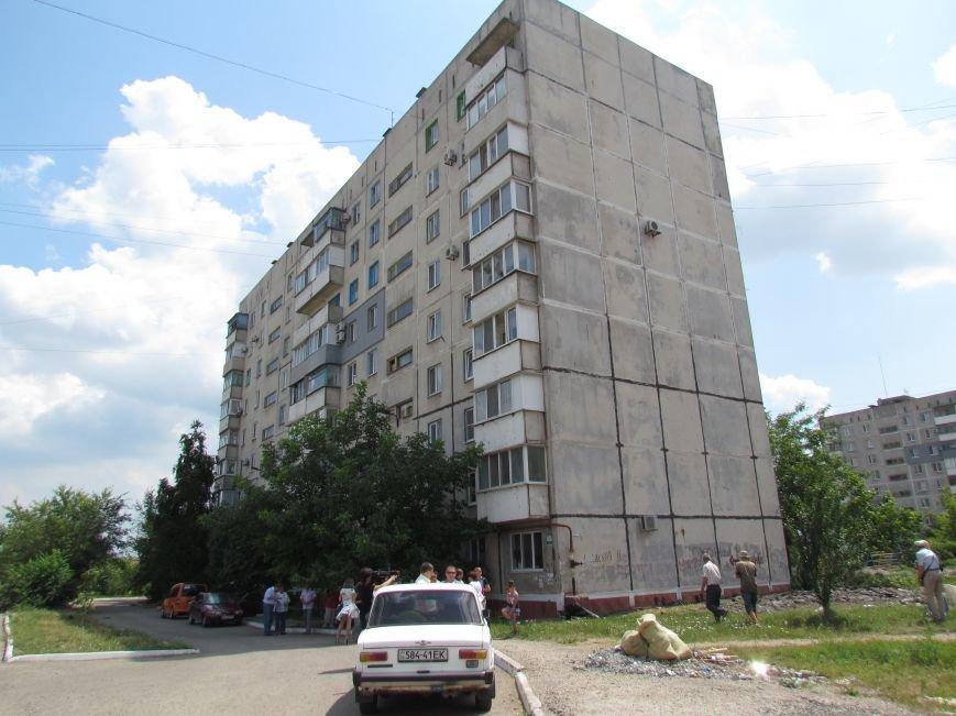 Мэр Мариуполя забрался на крышу в микрорайоне Восточный (ФОТО+ВИДЕО), фото-1
