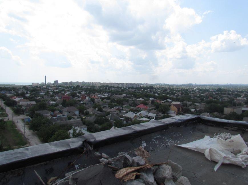 Мэр Мариуполя забрался на крышу в микрорайоне Восточный (ФОТО+ВИДЕО), фото-27