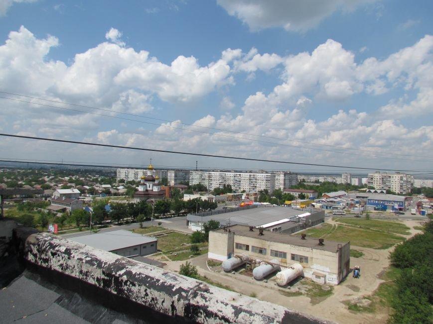 Мэр Мариуполя забрался на крышу в микрорайоне Восточный (ФОТО+ВИДЕО), фото-18