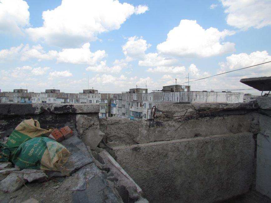 Мэр Мариуполя забрался на крышу в микрорайоне Восточный (ФОТО+ВИДЕО), фото-24