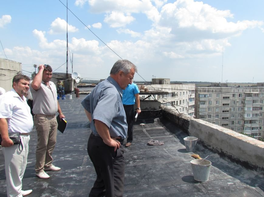 Мэр Мариуполя забрался на крышу в микрорайоне Восточный (ФОТО+ВИДЕО), фото-14