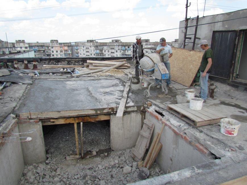 Мэр Мариуполя забрался на крышу в микрорайоне Восточный (ФОТО+ВИДЕО), фото-28