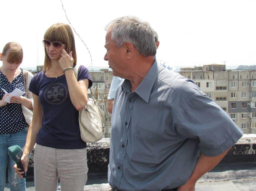 Мэр Мариуполя забрался на крышу в микрорайоне Восточный (ФОТО+ВИДЕО), фото-17