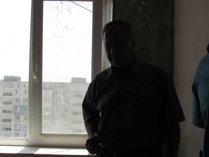 Мэр Мариуполя забрался на крышу в микрорайоне Восточный (ФОТО+ВИДЕО), фото-12